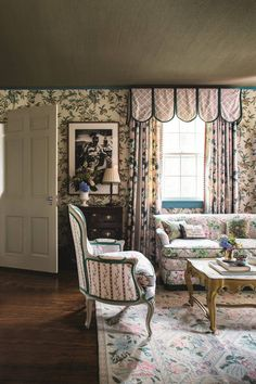 Main Bedroom Sitting Area - Madcap Cottage Bright Pattern House Country Style Homes, Cottage Style, Bedroom With Sitting Area, Sitting Rooms, British Decor, English Country Decor, French Country, Beautiful Space, Home Fashion