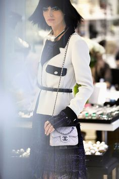 Spring-Summer 2014 Ready-to-wear show - CHANEL -- Always elegant in classic black and white for summer