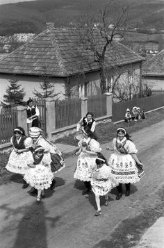 Folk Dance, 10 Picture, Folk Costume, The Good Old Days, Eastern Europe, Historical Photos, Folklore, Hungary, Ukraine