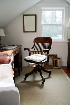 I love how the sunlight is pouring in through the window onto the antique desk. In this office, I could work for hours!