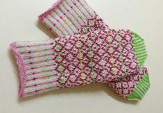 Carmell Confetti – Dela dina vantar! Teddy Bear Onesie, Onesie Pattern, Drops Design, Fingerless Gloves, Arm Warmers, Crochet, Ravelry, Victorian, Knitting
