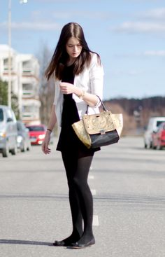 Fashion Tipsy: OOTD 07042014. Golden and black, gorgeous bag from BikBok and a classy, simple look