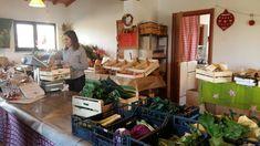 Lokal und saisonal: Nachhaltig einkaufen beginnt im Kleinen und braucht nur ein wenig Organisation, Flexibilität und Offenheit. Gerade bei Grosseinkäufen für Festtage wie Weihnachten, Silvester oder Ostern tun wir gut daran, unser Einkaufsverhalten zu überdenken. Wie sieht euer Einkaufsverhalten aus? Wie versucht ihr im Familienalltag, nachhaltig einzukaufen?  #einkaufen #nachhaltig #saisonal #lokal