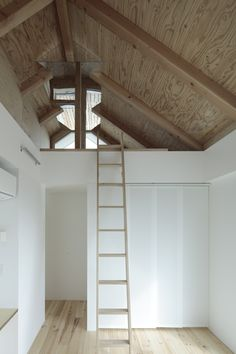 I love the simple and clean japanese architecture, this is Shakujii Y House by Ikeda Yukie Architects. Japanese Architecture, Interior Architecture, Interior Design, Loft Spaces, Small Spaces, Open Spaces, Casa Wabi, Loft Room, Attic Loft