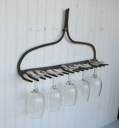 I can't even remember when I started a search for a rusted rake, but I have yet to find one. When I do, this idea will make its home in my kitchen. Идеи для дома Home and garden ideas Wine Glass Holder, Glass Rack, Bbq Area, Outdoor Kitchen Design, Outdoor Kitchens, Jewelry Organization, Home Projects, Farmhouse Decor, Diy Home Decor