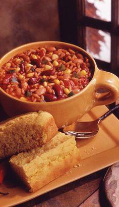 Chili végétarien chaleureux À noter que j'utilise un fromage végétal pour le service ainsi qu'une crème sûre de cachou...