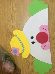 Clown Crafts, Carnival Crafts, Carnival Themed Party, Circus Theme, Halloween Crafts, Party Themes, Backdrop Decorations, School Decorations, Projects For Kids