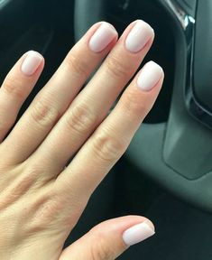 36 Neutral Nail Colors that Pair With Any Outfit Neutrale Nagelfarben, die zu jedem Outfit passen Neutral Nail Color, Gel Nail Colors, Neutral Outfit, Neutral Gel Nails, Wedding Nail Polish, Wedding Nails, Cute Nails, Pretty Nails, Shellac Pedicure