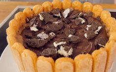 Μια εξαιρετική, εύκολη στη παρασκευή της τούρτα παγωτό με σοκολάτα, μπισκότα σαβαγιάρ καισοκολατένια γεμιστά μπισκότα.Μια συνταγή (από εδώ) για μια