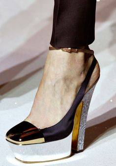✕ There is something about this shoe