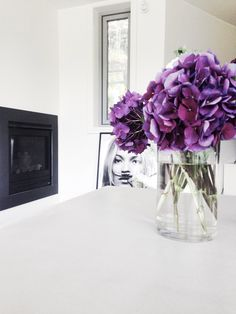 Flowers Glass Vase, Interior Decorating, Indoor, Flowers, Prada, Perfume, Pearls, Home Decor, Interior