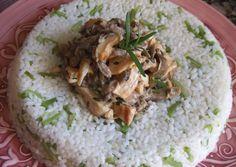 Rosca de arroz, pollo y salsa de setas
