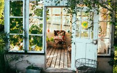 Give your home an interesting look and a pleasant ambiance with these creative home design ideas. Estilo Country, Country Style, Country Living, Boho Style, Ikea France, Deco Addict, Small Space Gardening, Outdoor Lounge, Outdoor Living
