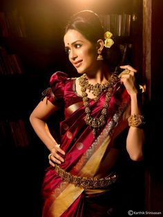 Old really is gold. Deep maroon silk, with flowers on the head and a saree belt. Kalyan sarees #indian #indianwedding #saree #silk #bride