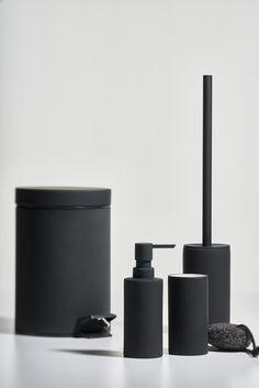 Solo: one colour - clean lines // #zonedenmark #solo #bathroom #interior