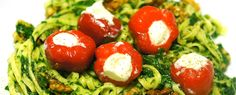 Nodig voor één persoon: – 2 nestjes tagliatelle – een handje walnoten – 170gr spinazie a la crème – 5 peppadews uit pot De bereiding van dit gerecht is onwijs simpel en het is vet snel klaar: doe de bevroren... Lees meer »
