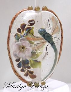 completely encased floral with encased dragonfly Damselflies, Making Glass, Fire Glass, Ancient Romans, Dragonflies, How To Make Beads, Bead Art, Wearable Art, Snow Globes