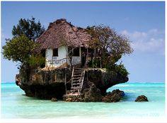 Lloyd's Blog: Restaurant on coral reef in Indian Ocean