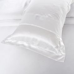 22 Momme Seamless Silk Bedding Set Ivory (4)   http://www.snowbedding.com/   Snow Bedding offers a wide range of silk bedding products: silk filled duvet/ comforter, silk pillows, silk sheets, silk bedding sets in different styles and colors.  #silkbedding #silksheets #silkluxurybedding #silkbeddingsets #luxurybedding #chinesesilkbedding #satinbedding #silkcomforters #silkbeddingcostco