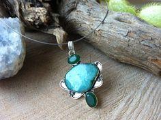 Verzilverde hanger met drusy agaat en emerald door Expressingbeauty