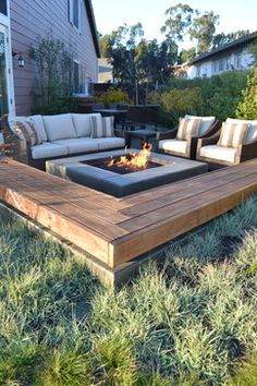 Backyard bonfire setup | comfy seating + L-shaped wooden bench