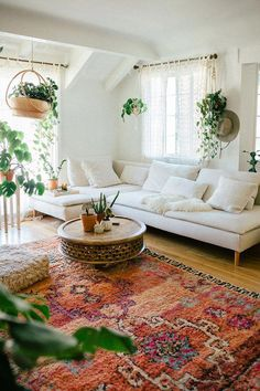 Small Space Squad Home Tour: Inside the Dreamy Bohemian Paradise of Sara Toufali, aka Black & Blooms. Small Space Squad Home Tour: Inside the Dreamy Bohemian Paradise of Sara Toufali, aka Black & Blooms. Boho Living Room, Home And Living, Small Living, Modern Living, Minimal Living Rooms, Living Room With Plants, Small Couches Living Room, Living Spaces, Small Space Living Room