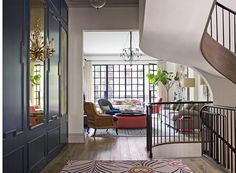 The White family drove their neighbours (including Vanity Fair editor Graydon Carter and his wife) mad during the three-year renovation of their townhouse on one of the most desirable streets in Manhattan's West Village. West Village, Village Houses, New York Townhouse, Townhouse Interior, Style Asiatique, Decoracion Vintage Chic, Style Oriental, Avantgarde, Apartment Makeover