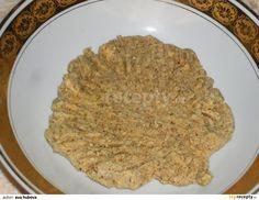 Ořechová: 60 g másla, 2 lžíce cukru, 2 lžíce rumu, 100 g mletých ořechů, 100 g mletých piškotů a 2 lžíce horké vody pečlivě utřeme do pěny. Kdo...