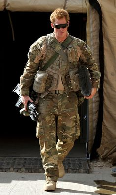 Prince Harry in Afganistán  The hottest of the royals...