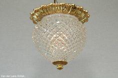 Klassieke plafonniere 25316 bij Van der Lans Antiek. Bekijk al onze antieke lampen op www.lansantiek.com