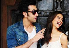 Ranbir Kapoor-Deepika Padukone Ranbir and Deepika remain one of the rare ex-couples who came together to do a film after their break-up. They remain good friends even now. Bollywood Saree, Bollywood News, Bollywood Actress, Vintage Bollywood, Ranbir Kapoor Deepika Padukone, Deepika Padukone Style, Celebrity Couples, Celebrity Style, Bollywood Couples