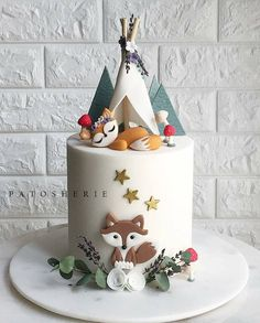 Tag a friend who loves to go camping. Repost from @patosherie_cakesandbakes - 🐺 🍂🌿🍃🍄 #woodlandcake #fox #cakeart #cakedecorating…