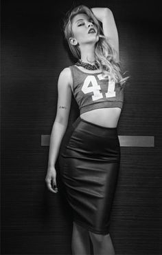 Ece Seckin seni cok seviyoruz... Beautiful Celebrities, Leather Skirt, Singer, Poses, Skirts, Black, Dresses, Celebrity, Wallpaper