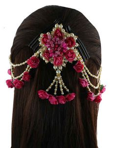 Anuradha Art Jewellery offer wonderful collection in traditional hair brooch, hair jewellery, South Indian hair ornaments and pearl hair brooch at best price. Flower Jewellery For Mehndi, Flower Jewelry, Hair Jewelry, Estilo Madison Beer, Hair Brooch, Hair Decorations, Floral Hair, Hair Ornaments, Bridal Jewelry Sets