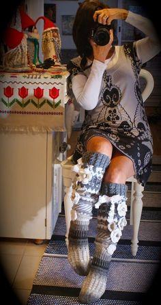 Irish lace, crochet, crochet patterns, clothing and decorations for the house, crocheted. Knitting Socks, Hand Knitting, Knit Socks, Irish Crochet, Knit Crochet, Knit Stockings, Winter Socks, Thigh High Socks, Irish Lace
