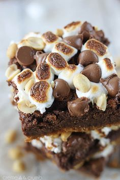 Amazing Rocky Road S'mores Bars! Make these to bring to your next camp trip.