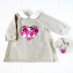 Knitted baby dress with little flowers in felt - made by order. 100% wool.