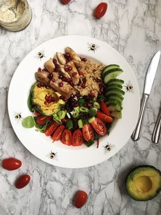 Chicken, Avocado and Pomegranate Salad Rice In The Microwave, Baby Tomatoes, Pomegranate Salad, Food Preparation, Cobb Salad, Avocado, Lunch, Chicken, Healthy