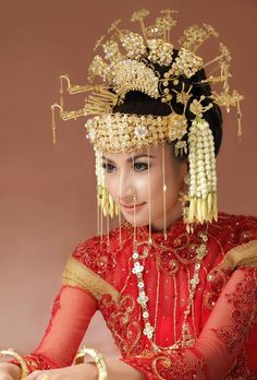 Betawi traditional wedding headdress #indonesian fashion  #indonesian culture  http://indostyles.com
