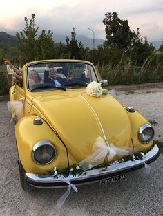 Oggi è il 1 settembre, un giorno speciale, agosto,come ogni anno, è andato via lasciando quella malinconia dolciastra; però oggi è venerdì e quest'anno il 1 settembre profuma ancora d'estate, di allegria e spensieratezza, di salsedine, di brindisi al tramonto e notti ballando fino all'alba...è proprio il giorno perfetto per scegliere il maggiolino cabrio giallo come auto per le nozze! Tanti auguri agli sposi e che l'estate sia sempre nel vostro cuore! 💛 alfieauto.it  contattaci!