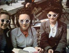 vintage everyday: Rare Color Photos of Parisian Women from between 1930s and 1940s street style fashion sunglasses