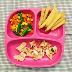 Dinner tonight: Grilled chicken with parsley & garlic, oven-baked fries and veg. * * * #familystylenutrition #organic #toddlerfood #toddler #whatifeedmykids #kidfood #food #nutrition #nutritionblog #foodblog #momlife #motherhood #fatherhood #dadlife #eatt