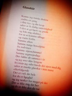 Et uddrag fra digtet Glasskår, som er et digt i Blå Nætter.Bogen kan købes her ^^http://copenhagenstorytellers.dk/produkt/blaa-naetter-forudbestilling-til-d-2906/