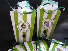 Popcorn Boxes 10 Shrek Inspired Green, Princess Fiona, Donkey, Snacks Box, Goodie Bags, Movie Night Popcorn Boxes, Bridal Party Favors by MesBellesSoeurs on Etsy https://www.etsy.com/listing/207933765/popcorn-boxes-10-shrek-inspired-green