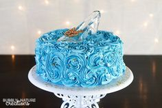Cinderella Cake!  So cute and an easy cake decorating technique!