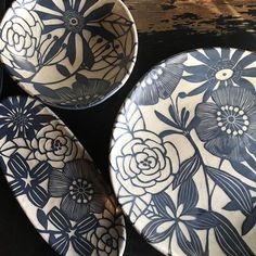 spring is in the air today! Can't wait to plant my zinnia seeds! click now for more info. Pottery Painting, Ceramic Painting, Ceramic Art, Ceramic Plates, Ceramic Pottery, Keramik Design, Sgraffito, Contemporary Ceramics, Clay Projects