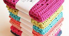 / Postaus sisältää mainoslinkkejä /       Meillä on käytössä bambulankaiseset tiskirätit ja tiskirätti-aiheisia postauksia haetaan jatkuva... Diy And Crafts, Carpets, Crochet, Farmhouse Rugs, Rugs, Ganchillo, Crocheting, Knits, Chrochet