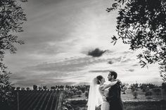 Erin and Trevor's Romantic Tuscan Wedding overlooking vineyards of the Chianti Countryside. See their gorgeous photos by Francesco Spighi here @intimateweddings.com #destinationweddings