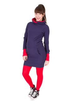 Viva la Mama | Fall and winter are coming! Nursing dress OSLO (navy/red). This sporty, long-sleeved, short dress is a must-have for your upcoming fall/winter pregnancy wardrobe! OSLO is also ideal for discreet breastfeeding as well as after the nursing period. The dress is a wonderful gift for Valentine's Day, birth or baby shower! #maternityfashion