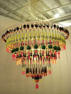 lampadario con esche da pesca